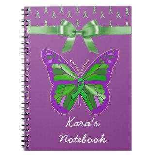 Lymeの緑のリボンを持つ紫色の蝶 ノートブック