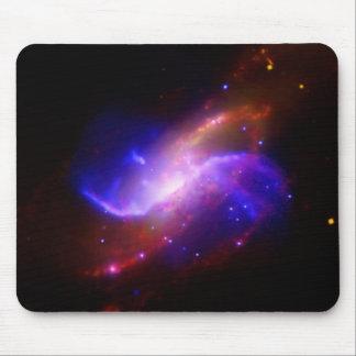 M106渦状銀河の放出NASA マウスパッド