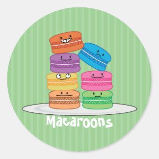 MacaroonのMacaroonsの幸せな食糧はMacaronの上で積み重なりました ラウンドシール