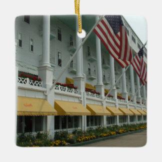 Mackinacの島の壮大なホテルのオーナメント セラミックオーナメント