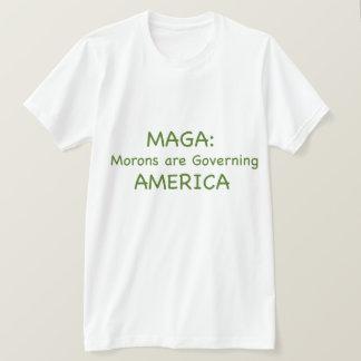 MAGA: 愚か者はアメリカを支配しています Tシャツ