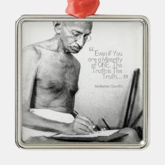 Mahatma Gandhiの引用文、少数の1つ、真実 シルバーカラー正方形オーナメント
