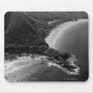 Makenaのビーチ、マウイ、ハワイの空中写真 マウスパッド