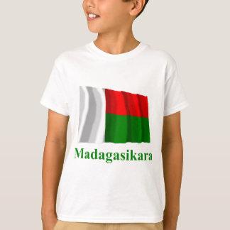 Malagasyの名前のマダガスカルの振る旗 Tシャツ