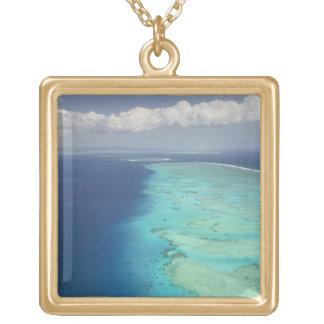 Maloloの島、フィージーを離れたMaloloの堡礁 ゴールドプレートネックレス