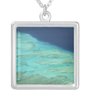 Maloloの島、フィージー2を離れたMaloloの堡礁 シルバープレートネックレス