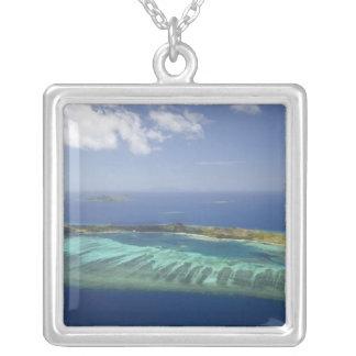 Manaの島および珊瑚礁のMamanucaの島 シルバープレートネックレス