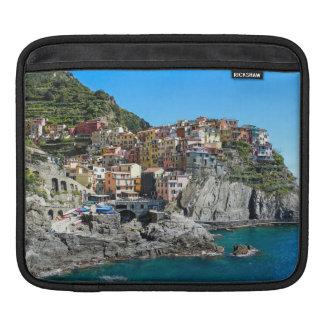 Manarola、Cinque Terre、イタリア、ヨーロッパ iPadスリーブ