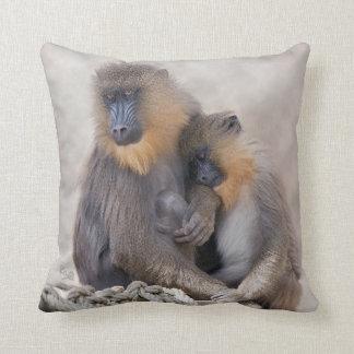 Mandrillおよび若い枕 クッション