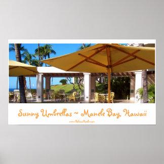 Manele湾、ハワイの明るい傘 ポスター