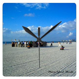 Marcoの熱帯島フロリダ-ビーチ結婚式 スクエア壁時計