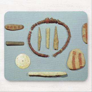 Masd'Arvilからの赤い印が付いている3個の石 マウスパッド