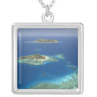 Matamanoaの島および珊瑚礁のMamanucaの島 シルバープレートネックレス