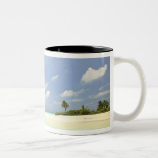 Mathidhooの島、人が住んでいない、北のHuvadhoo 3 ツートーンマグカップ