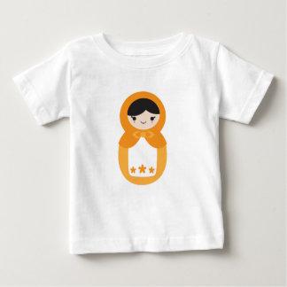 Matryoshkaのオレンジ人形 ベビーTシャツ