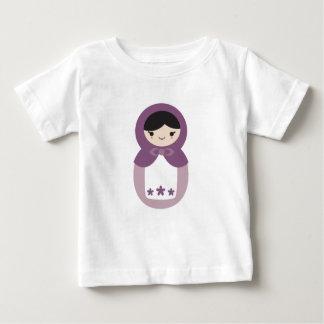 Matryoshkaの紫色の人形 ベビーTシャツ