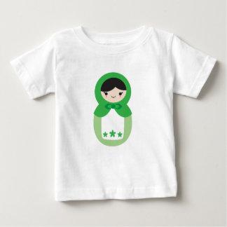 Matryoshkaの緑の人形 ベビーTシャツ