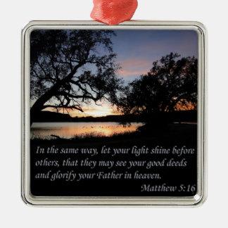 Matthewの5:16はあなたの軽い輝やきを可能にしました メタルオーナメント
