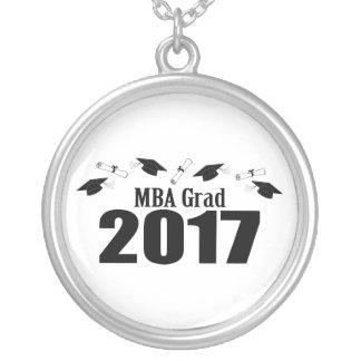 MBAの卒業生2017の帽子および免状(黒) シルバープレートネックレス