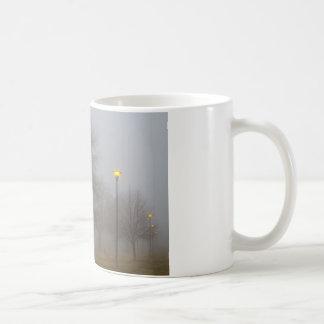 McIntosh湖Iで気分を置くライトおよび霧 コーヒーマグカップ