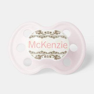 """""""McKenzie""""のカスタムで名前入りな一流の調停者 おしゃぶり"""