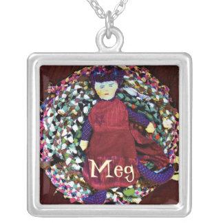 """""""Meg""""の縫いぐるみ人形の名前のペンダント シルバープレートネックレス"""