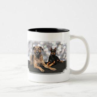 Megyanのドーベルマン犬-バークレーのマスティフX ツートーンマグカップ