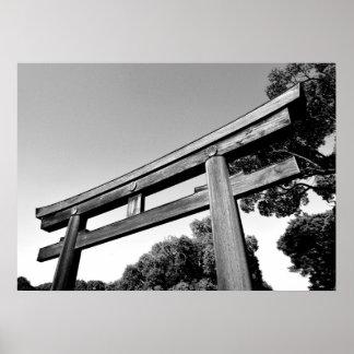 Meijiの神社、東京の木のTorii ポスター