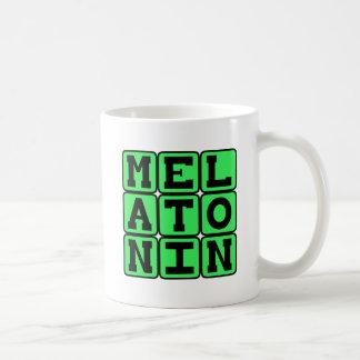 Melatoninの睡眠の援助 コーヒーマグカップ