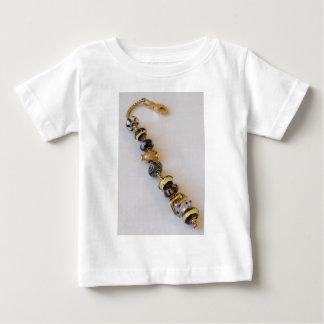 MelinaWorldの宝石類によるGoldishの鎖 ベビーTシャツ