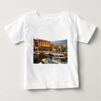 Menaggioの湖Comoのマリーナ ベビーTシャツ