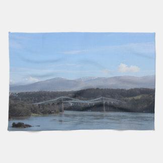 Menaiの海峡橋- Anglesey/ウェールズ キッチンタオル
