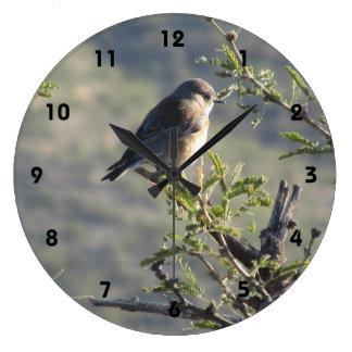 Mesquiteの木の西部のブルーバード ラージ壁時計