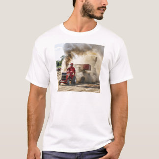 MF 1655年のターボでBeachy Tyler Tシャツ