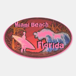 Miami Beachフロリダのピンクのサーファーは芸術のステッカーを振ります 楕円形シール