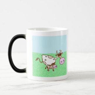Mildred牛および小舟の子牛 モーフィングマグカップ