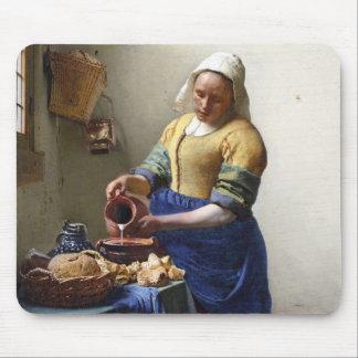 Milkmaid、c.1658-60 (キャンバスの油) マウスパッド