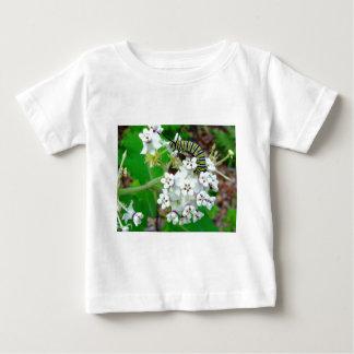 Milkweedおよび(昆虫)オオカバマダラ、モナーク ベビーTシャツ