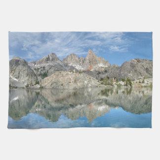 minaret湖2の- Anselアダムスの荒野-山脈 キッチンタオル