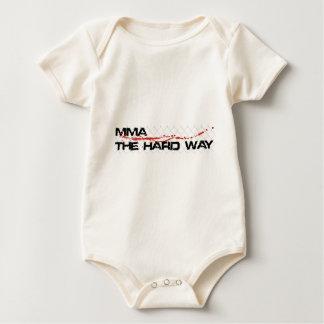 MMA堅い方法-おりのロゴ ベビーボディスーツ