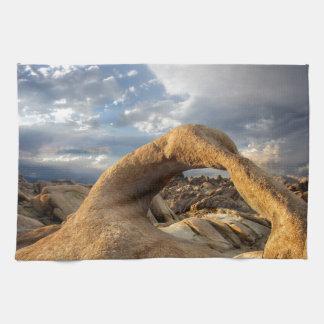 Mobiusのアーチ-アラバマの丘-カリフォルニア キッチンタオル