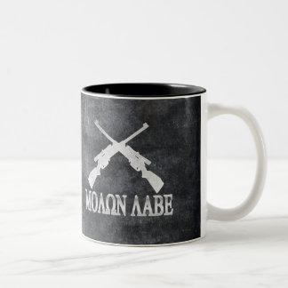 MolonのLabeによって交差させるライフルの第2修正 ツートーンマグカップ