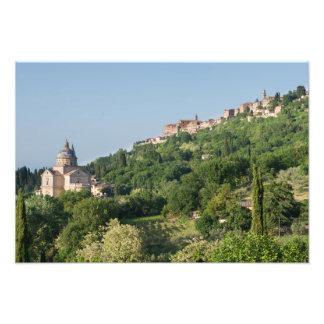 Montepulcianoのカテドラルおよび町の写真のプリント フォトプリント