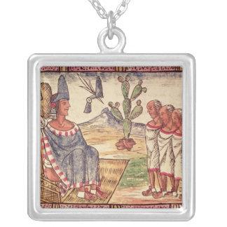 Montezuma IIおよびスペインのな彼の公使 シルバープレートネックレス