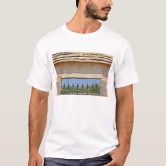 Montrachetと切り分けられるゲートおよび鍵の石 Tシャツ