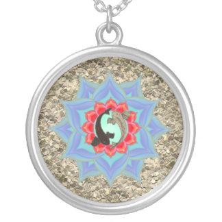。:: MoonDreams::。 コイのはす砂の小石の曼荼羅 シルバープレートネックレス