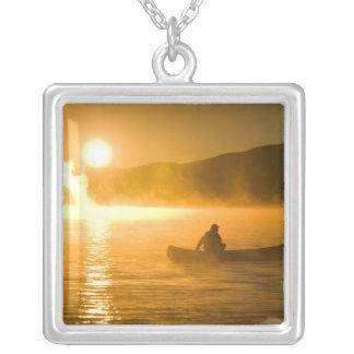 、Moosehead湖日の出でユリ湾でカヌーをこぎます、 シルバープレートネックレス