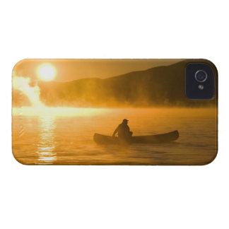 、Moosehead湖日の出でユリ湾でカヌーをこぎます、 Case-Mate iPhone 4 ケース