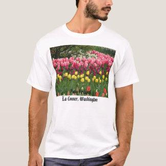 more_yellow_purple_and_pink_tulips、チューリップFesti… Tシャツ