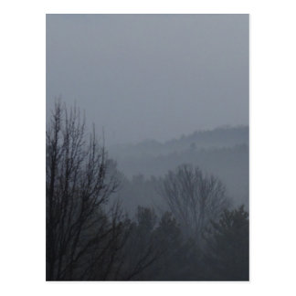 Mountianの霧深い範囲 ポストカード